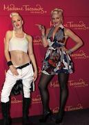 http://img186.imagevenue.com/loc451/th_56222_Gwen_Stefani_at_Madame_Tussauds_Las_Vegas9_122_451lo.jpg