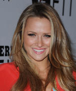 http://img186.imagevenue.com/loc490/th_680516877_Shantel_VanSanten_at_Gatorade_Launch_Event1_122_490lo.jpg