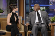 http://img186.imagevenue.com/loc586/th_014024604_Evangeline_Lilly_Appearing_on_The_Tonight_Show_with_Jay_Leno22_122_586lo.jpg