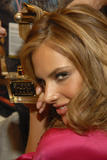 th_96686_fashiongallery_VSShow08_Backstage_AlessandraAmbrosio-33_122_65lo.jpg