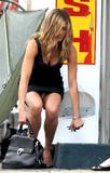 """Jennifer Aniston On the set of 'Bounty Hunter' Foto 953 (Дженнифер Анистон На съемках фильма """"Bounty Hunter"""" Фото 953)"""